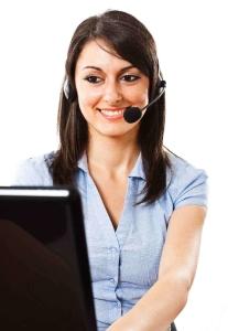 Freundliche Pflegeberaterin am bundesweiten Pflegetelefon